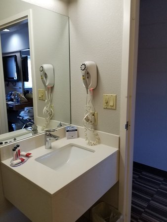 Microtel Inn & Suites by Wyndham Pittsburgh Airport: 20180303_154811_large.jpg