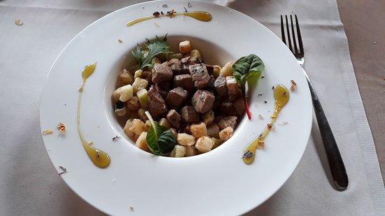Burago di Molgora, Italy: ventresca di tonno con patate e melanzane