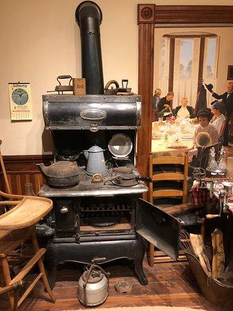 Sharpsteen Museum : Cottage Stove
