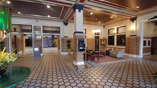 Lobby With Comfortable Seating Picture Of Pensacola Grand Hotel Tripadvisor
