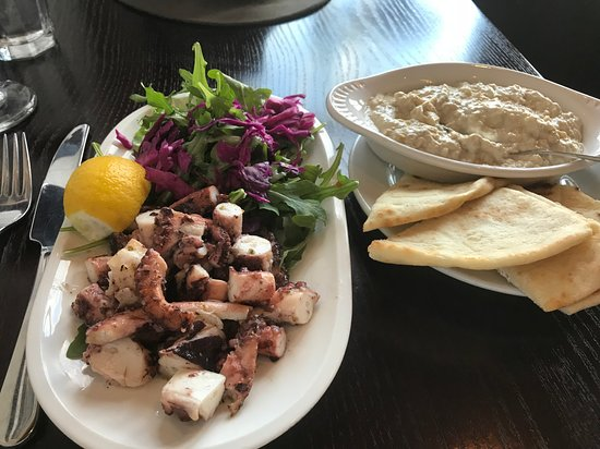 Menlo Park, Californien: Octopus salad and hummus
