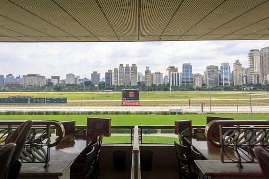 Jockey Club: Vista do restaurante para a pista de corrida
