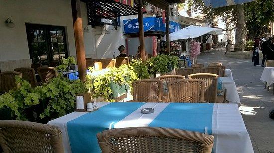 Yelken Cafe Restoran: Outside tables