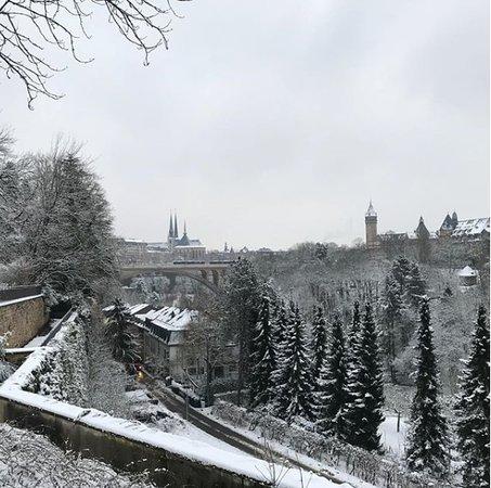 Cartão postal da cidade de Luxemburgo. Le Pont Adolphe