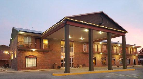 Russell, KS: Hotel Entrance
