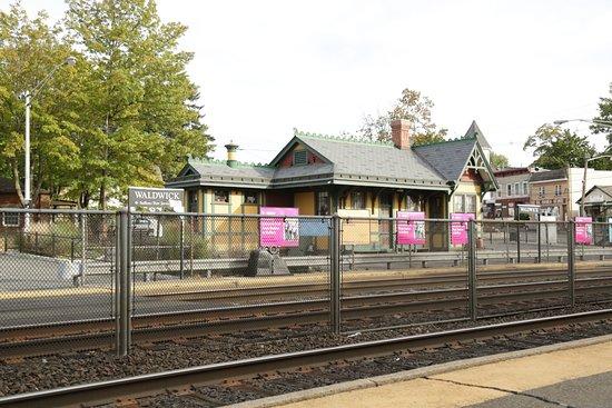 Waldwick Train Station
