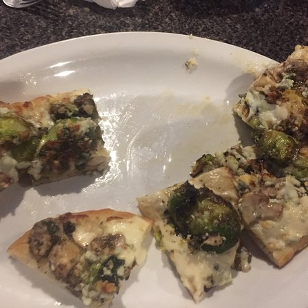 Winchell's Restaurant & Sports: Beers on draft, fried mushrooms, Brussels sprouts, mushroom & blue cheese flatbread and Kentucky