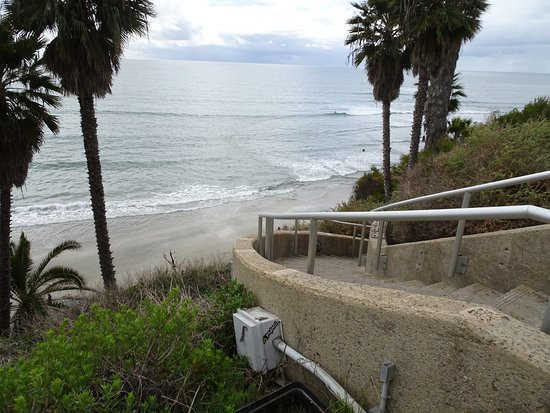 Swami's Beach: Down to the beach