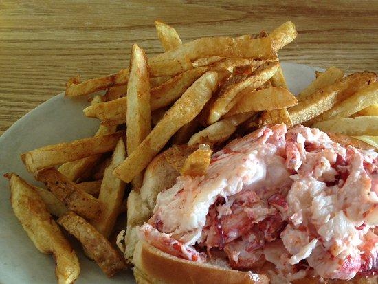 Brass Compass Cafe : Lobster roll