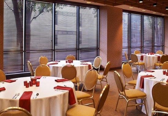 Charleston, WV: Restaurant