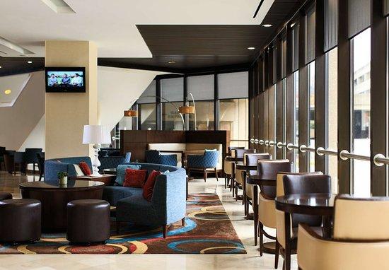 Charleston, WV: Bar/Lounge