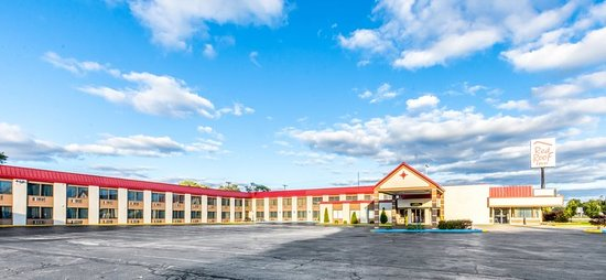 Muskegon Heights Inn & Suites: Exterior