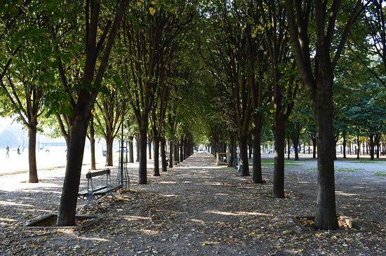 Paris, France : Esplanade des Invalides!