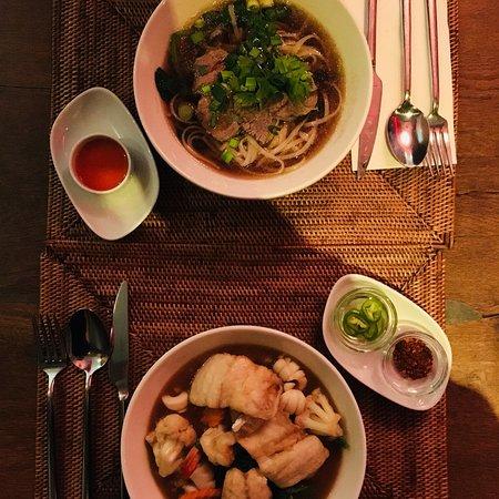 Cok Cok: Beef soup e noodles ricoperti di pesce