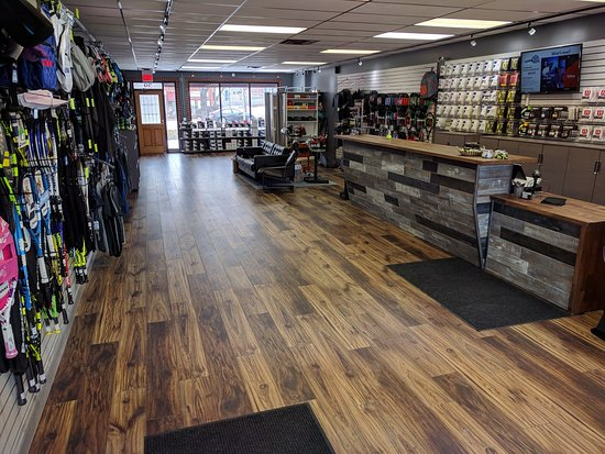 Schaumburg, IL: Tennis27 is your one stop shop for racquets, strings, apparel, shoes, bags, and accessories. Pro