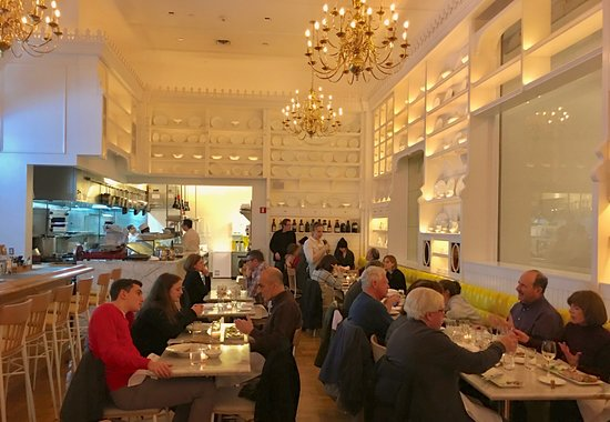 Caffe Storico: Neighborhood chic - under chandeliers