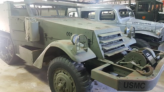 Guam Pacific War Museum: Outside the museum are displays of vehicles