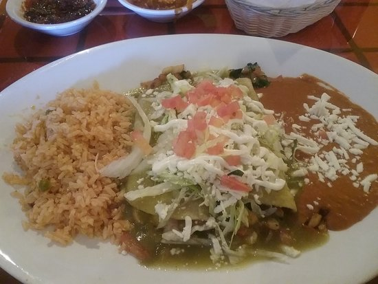 East Wenatchee, WA: Green3 enchiladas with mushrooms, rice and sauce, vegetarian dish, big portion for $8.95 (lunch)