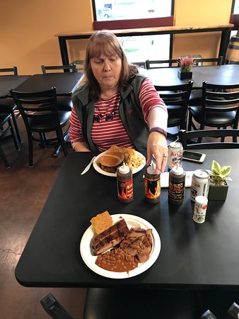 Wilsonville, OR: a great dinner of ribs and brisket