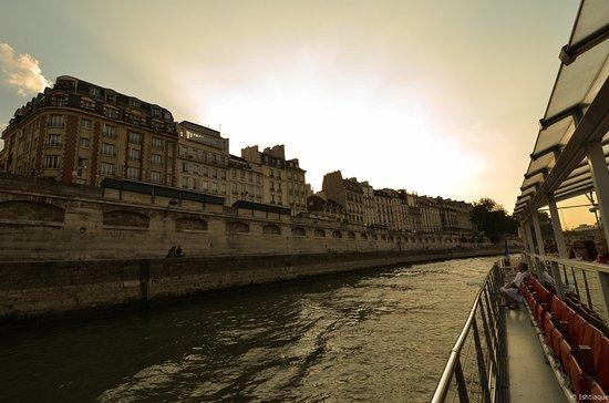 Paris, France : The Seine River cruise