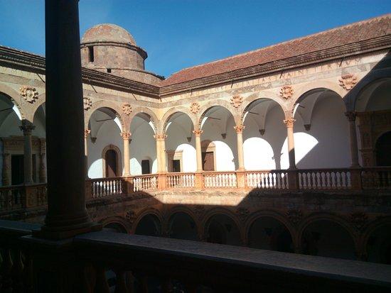 La Calahorra, Espanha: Vista del patio.