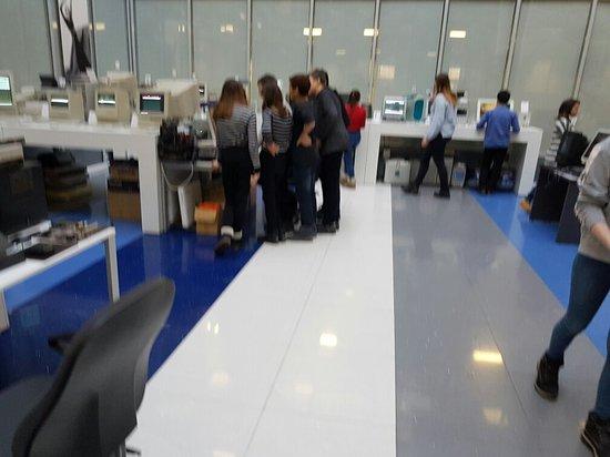 Музей техники Apple: Школьники в музее