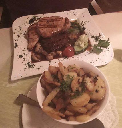Bad Schwartau, Tyskland: div. Steaks m. Bratkartoffeln