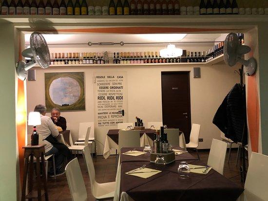 Il Barrino - l'Ombelico del Mondo: The contemporary dining room .