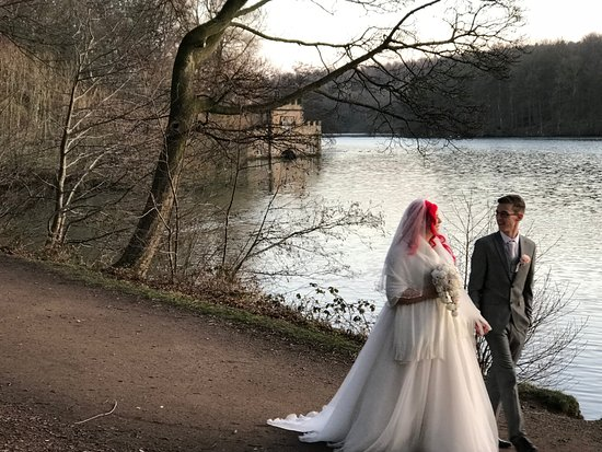 Newmillerdam, UK: The lake and country park at St. Pierre hotel.