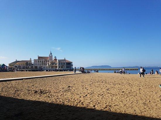 Momochi Seaside Park