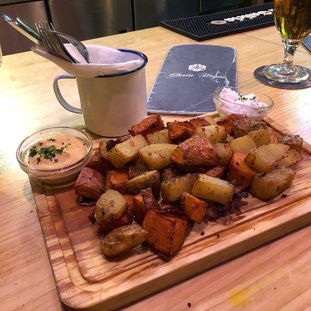 Restaurante gloria hoyos en m laga con cocina otras for Cocinas malaga precios
