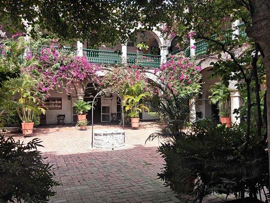 patio interior del castillo de la popa picture of walled city of