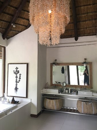 Londolozi Private Game Reserve, Sudáfrica: Rooms were first class -huge, fabulous amenities, and beautifully decorated