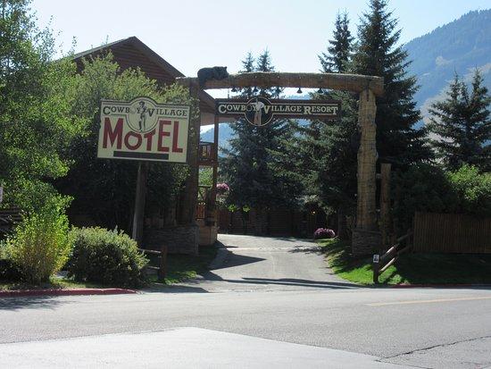 Cowboy Village Resort: Hotel entrance