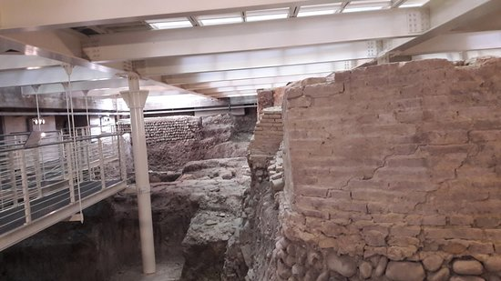 646890086f Biblioteca Salaborsa: vue en sous sol de bononia, ancienne bologne