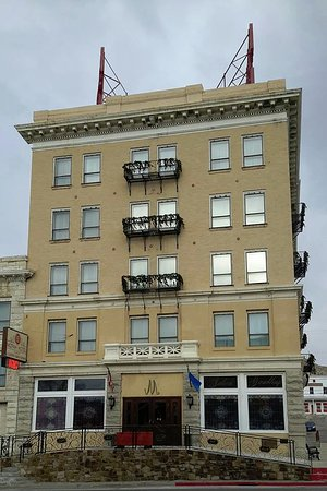 Mizpah Hotel: Hotel front