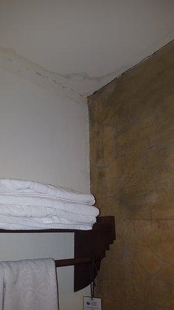 Chiang Mai Gate Hotel: murs dégueulasses