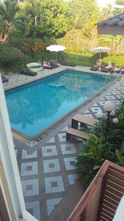 Chiang Mai Gate Hotel: La piscine était minuscule par rapport à la capacité de l'hôtel