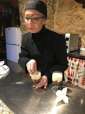 Пико, Италия: Francesca, the artist with food and chef extraordinaire, teaching us how to prepare tiramisu