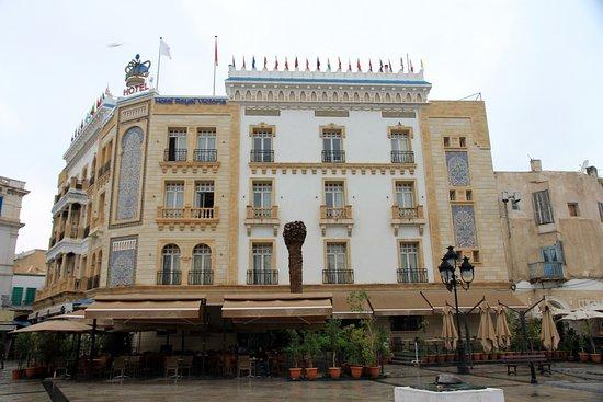 Bab El Bhar: Ii its plaza