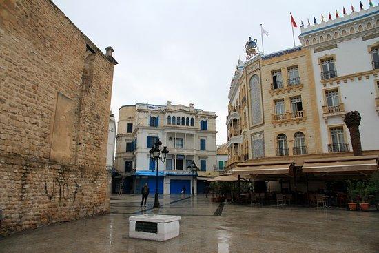 Bab El Bhar: side view