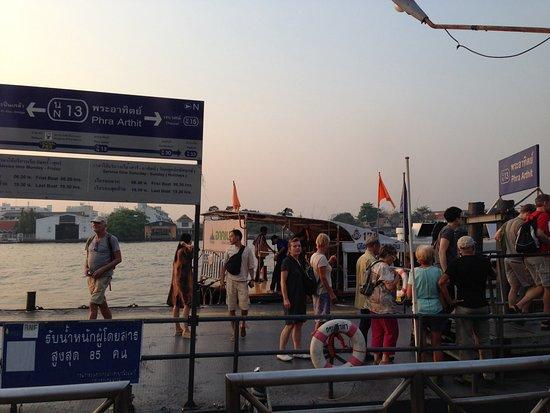 New Siam Guest House II: Phra Arthit Pier, 2 minutes walk