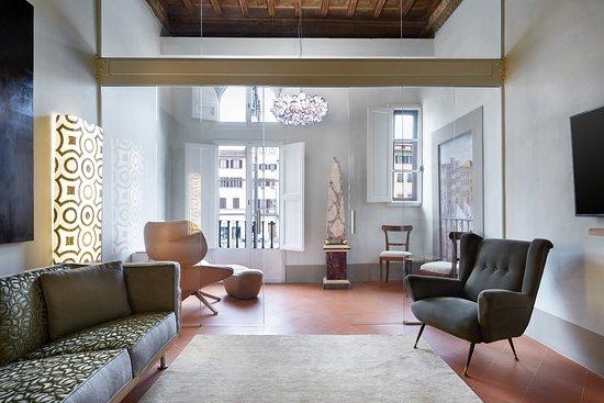 Palazzo Antellesi: Renovated living room of apartment Paradiso