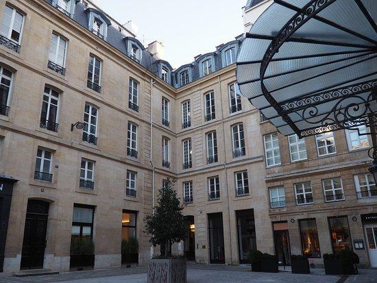 bad picture of grand hotel du palais royal paris tripadvisor. Black Bedroom Furniture Sets. Home Design Ideas