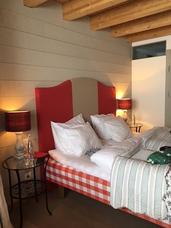 Belalp, Szwajcaria: Cozy bedroom with full bath and flat screen tv