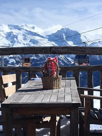 Belalp, Sveits: Sunny terrace with breathtaking views