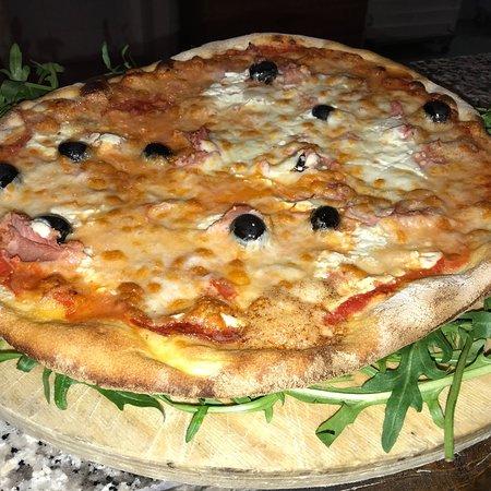 Pizza Girasole - Picture of Ristorante Pizzeria Le Terrazze, Sezze ...