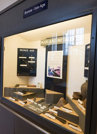 Dartford Borough Museum: Typical of the display cases