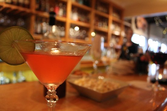 Albion, CA: Great mixologist at the bar