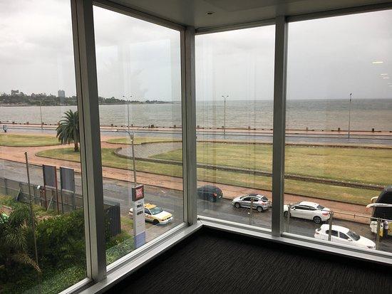 Ibis Montevideo : Vista a partir do corredor